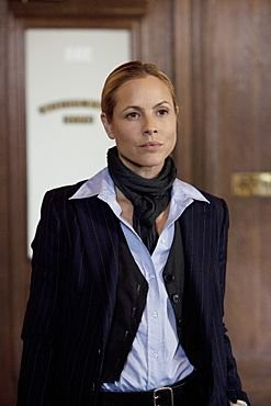 Maria Bello in una scena della serie televisiva Prime Suspect