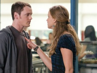 Anton Yelchin e Jennifer Lawrence nel film Mr. Beaver