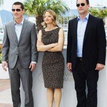 Cannes 2011: Jodie Foster tra lo scrittore Kyle Killen e il produttore Keith Redmon per presentare Mr.Beaver