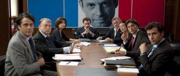 Denis Podalydès, al centro, in una scena del film La conquête