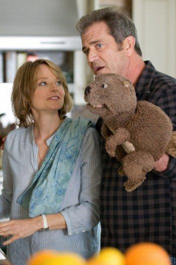 Jodie Foster e Mel Gibson in una scena di Mr. Beaver