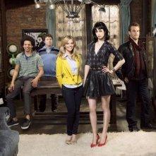 Una foto di gruppo del cast della serie televisiva Apartment 23