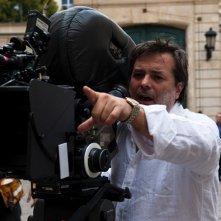 Xavier Durringer sul set del suo film La conquête