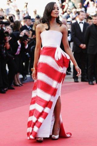 Cannes 2011: una splendida Zoe Saldana sul tappeto rosso con un particolarissimo abito di Armani Privè