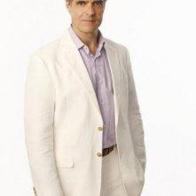 Henry Czerny in una foto promozionale della serie 'Revenge'