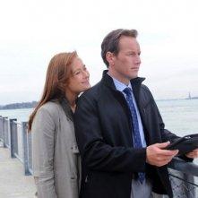 Jennifer Ehle e Patrick Wilson in una scena della serie A Gifted Man
