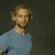Joe Anderson in una foto promozionale della serie tv The River