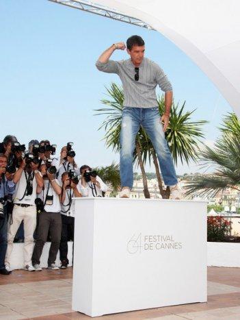 Cannes 2011: una curiosa posa di Antonio Banderas protagonista de La piel que habito