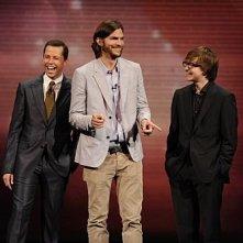 La new entry di Due uomini e mezzo Ashton Kutcher con Jon Cryer e Angus T. Jones agli upfronts CBS