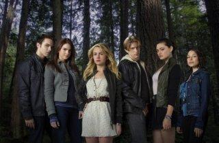 Una foto di gruppo del cast della serie tv Secret Circle
