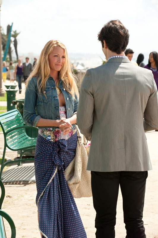 Blake Lively Ed Ethan Peck Di Spalle Nell Episodio The Wrong Kiss Goodnight Di Gossip Girl 204091