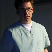 Brian Dietzen in un momento dell'episodio Pyramid di NCIS