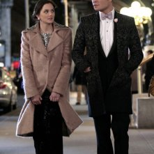 Ed Westwick e Leighton Meester passeggiano per strada nell'episodio The Wrong Kiss Goodnight di Gossip Girl