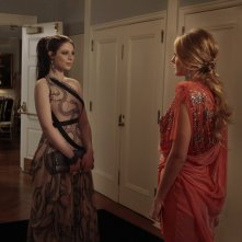 Georgina (Michelle Trachtenberg) parla con Serena (Blake Lively) nell'episodio The Wrong Kiss Goodnight di Gossip Girl