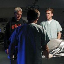 Mark Harmon, David McCallum e Brian Dietzen nell'episodio Pyramid di NCIS