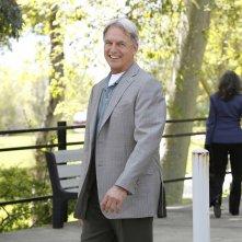 Un sorridente Gibbs (Mark Harmon) nell'episodio Swan Song di NCIS