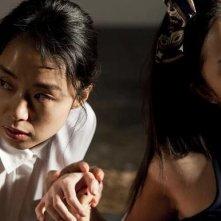 Jeon Do-Youn e Seo Woo in una scena del dramma The Housemaid di Im Sang-soo
