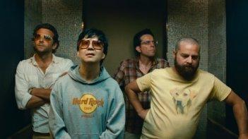 Ken Jeong e Zach Galifianakis con Bradley Cooper ed Ed Helms in una scena di Una notte da leoni 2