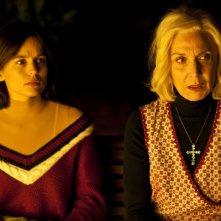 Elena Anaya e Marisa Paredes in una scena di La Piel que Habito