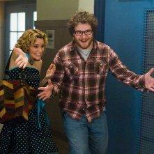 Elizabeth Banks e Seth Rogen in una scena del film Zack and Miri