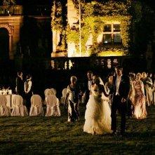 In primo piano, Kirsten Dunst e Alexander Skarsgård in una scena di Melancholia, di Lars Von Trier.