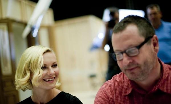 Kirsten Dunst e Lars Von Trier sul set di Melancholia