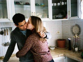Una scena dal documentario Love During Wartime