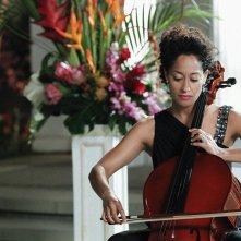 Gloria (Ellen Ross) suona il violoncello nell'episodio Father Of The Bride di CSI: Scena del crimine