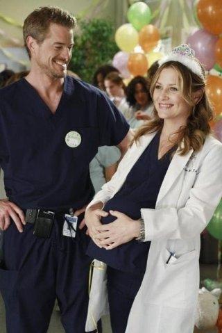 Jessica Capshaw ed Eric Dane nell'episodio This Is How We Do It di Grey's Anatomy