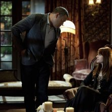 Langston (Laurence Fishburne) e Lady Heather (Melinda Clarke) nell'episodio Unleashed di CSI: Scena del crimine
