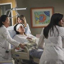 Una scena di gruppo dell'episodio It's a Long Way Back ong di Grey's Anatomy