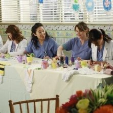 Una scena di gruppo dell'episodio This Is How We Do It di Grey's Anatomy
