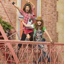 Bella Thorne e Zendaya Coleman in una foto promozionale della serie A tutto ritmo