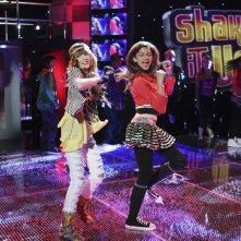 Bella Thorne e Zendaya Coleman nella serie A tutto ritmo