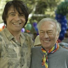 Goran Visnjic e Christopher Plummer in un'immagine del film Beginners
