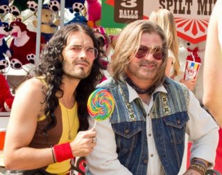 Russell Brand e un irriconoscibile Alec Baldwin in Rock of Ages