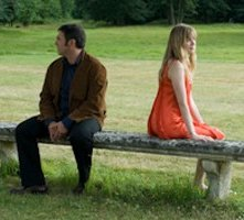 Sergi López e Isabelle Carré in una scena del film Rendez-vous avec un ange