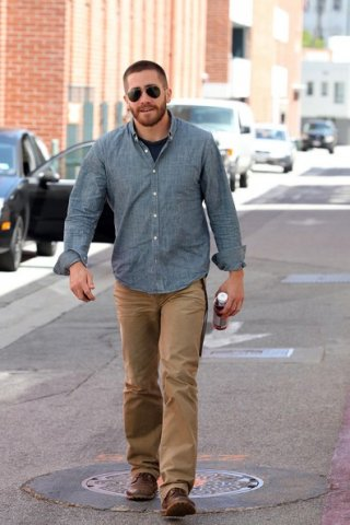 Jake Gyllenhaal esce da uno studio medico