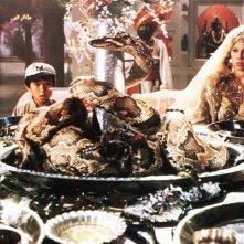 Jonathan Ke Quan e Kate Capshaw in una scena di Indiana Jones e il tempio maledetto