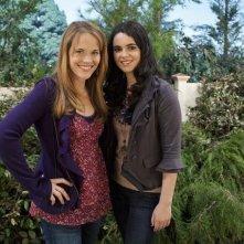 Katie LeClerc e Vanessa Marano in una foto promozionale di Switched at Birth