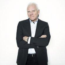 Malcolm McDowell in una immagine promozionale di Franklin & Bash