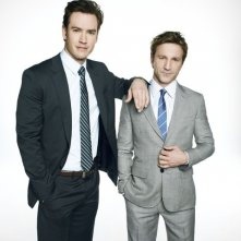 Mark-Paul Gosselaar e Breckin Meyer in una foto promozionale di Franklin & Bash