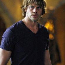 Eric Christian Olsen in una scena dell'episodio Familia di NCIS: Los Angeles