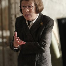 Hetty (Linda Hunt) nell'episodio Imposters di NCIS: Los Angeles
