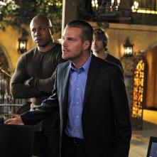 LL Cool J e Chris O'Donnell durante una discussione nell'episodio Familia di NCIS: Los Angeles
