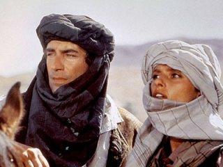 Timothy Dalton e Maryam d'Abo in una scena del film Agente 007, zona pericolo