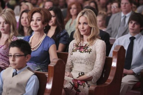 Annie Potts E Leslie Bibb In Una Scena Del Pilot Di Good Christian Belles 205567