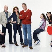 Il cast riunito in una foto promozionale della serie Last Man Standing