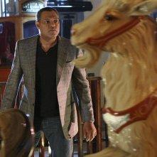 Langston (Laurence Fishburne) in un Luna Park nell'episodio Cello And Goodbye di CSI: Scena del crimine