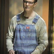 Nate Haskell (Bill Irwin) armato di pistola nell'episodio In A Dark, Dark House di CSI: Scena del crimine